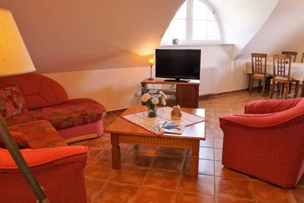 wohnbereich-ferienwohnung-karolas-landhus-alt-reddevitz-ruegen-5+9