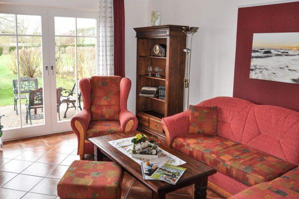 wohnzimmer-apartment-alt-reddevitz-auf-ruegen-karolas-landhus-fewo-1+2+3