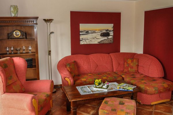 wohnzimmer-appartement-alt-reddevitz-ruegen-karolas-landhus-fewo-1+2+3