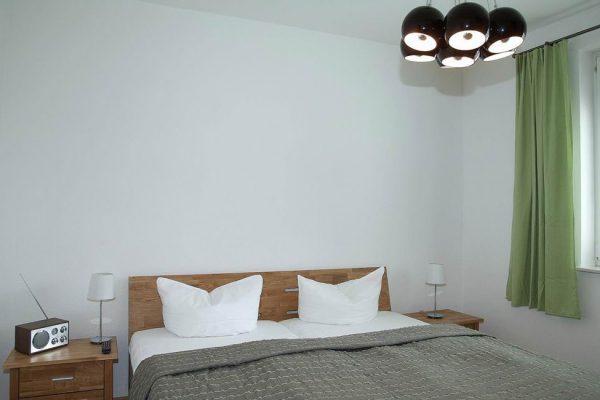 schlafzimmer-ferienwohnung-auf-ruegen-ostseebad-binz-haus-Duene-68