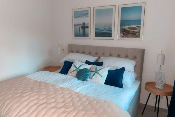 schlafzimmer-ferienwohnung-1-carlet-moewenblick-haus-besch-alt-reddevitz-ruegen