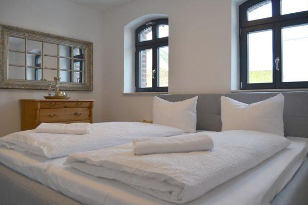 haus-besch-alt-reddevitz-auf-ruegen-apartment-auszeit-am-meer-schlafzimmer