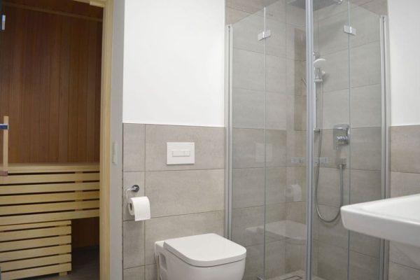haus-besch-in-alt-reddevitz-modernes-bad-mit-dusche-sauna-auszeit-am-meer