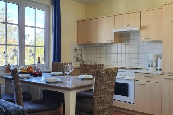 villa-sanddorn-ostseebad-bin-wohnung-27-kueche-essbereich