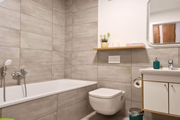 haus-besch-alt-reddevitz-apartment-wellenrauschen-bad-mit-badewanne