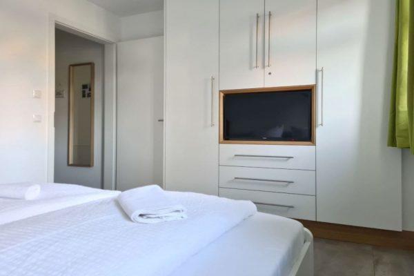haus-besch-alt-reddevitz-apartment-wellenrauschen-smart-tv-im-schlafzimmer