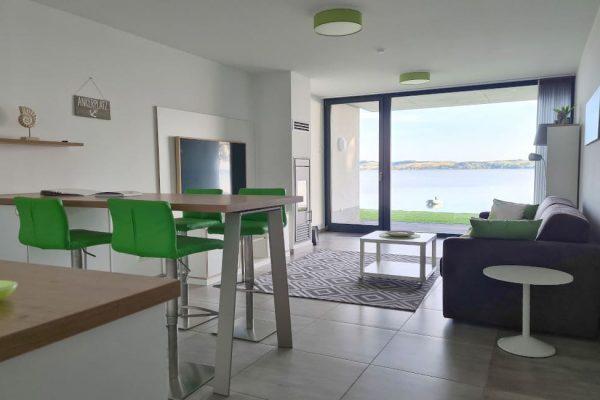 haus-besch-alt-reddevitz-moenchgut-apartment-wellenrauschen-wohnbereich-essbereich