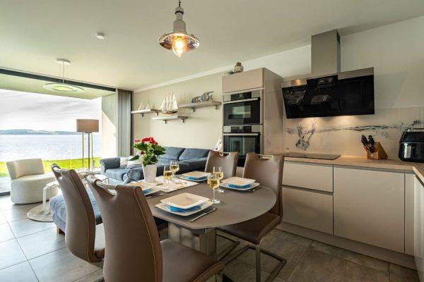 haus-besch-alt-reddevitz-apartment-traumblick-essbereich-mit-kueche