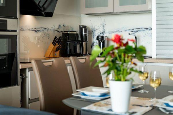 haus-besch-alt-reddevitz-apartment-traumblick-detailbild-essbereich