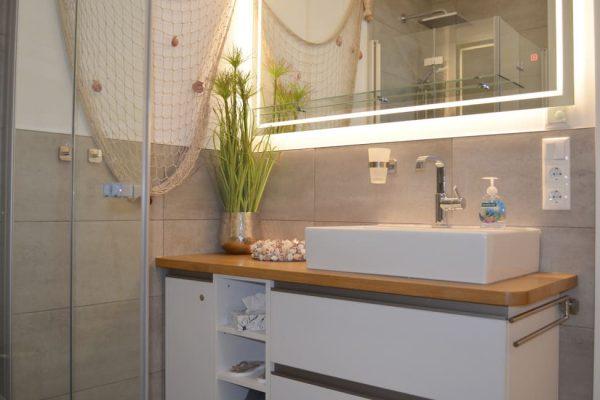 haus-besch-alt-reddevitz-moenchgut-apartment-traumblick-bad-mit-ebenerdiger-dusche