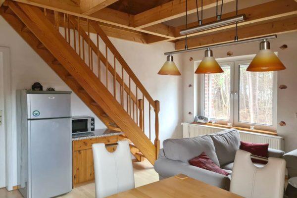 ferienwohnung-boddenblick-thiessow-wohn-und-essbereich
