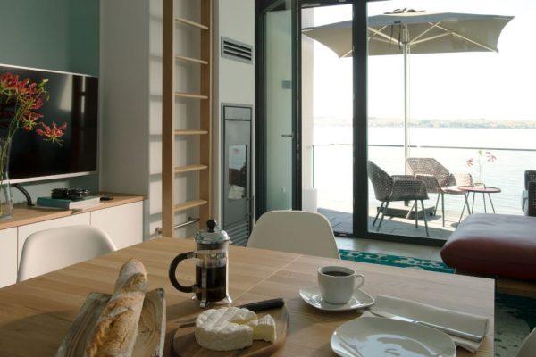 haus-besch-alt-reddevitz-apartment-fischerstrand-wohnbereich-mit-kamin