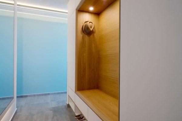 haus-besch-alt-reddevitz-apartment-fischerstrand-eingangsbereich-garderobe