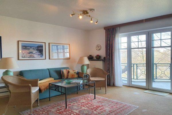 waldschloesschen-sellin-wohnung-12-wohnbereich-mit-zugang-zum-großen-balkon