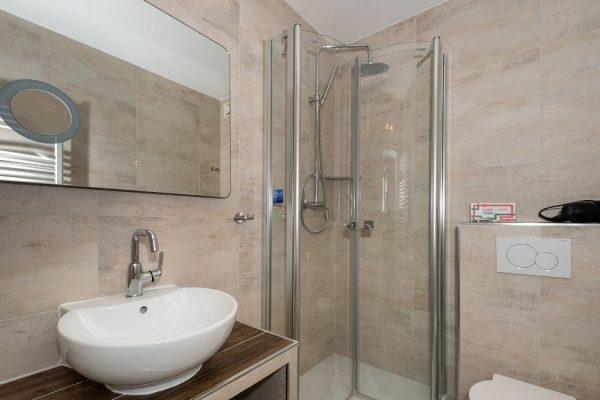 villa-wahnfried-in-thiessow-doppelzimmer-3-dab-mit-dusche-und-wc