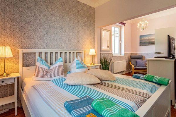 villa-wahnfried-in-thiessow-auf-ruegen-moenchgut-doppelzimmer-6-zimmeruebersicht