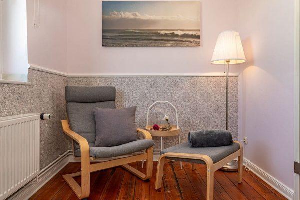 pension-villa-wahnfried-auf-ruegen-in-thiessow-doppelzimmer-6-sitzgelegenheit