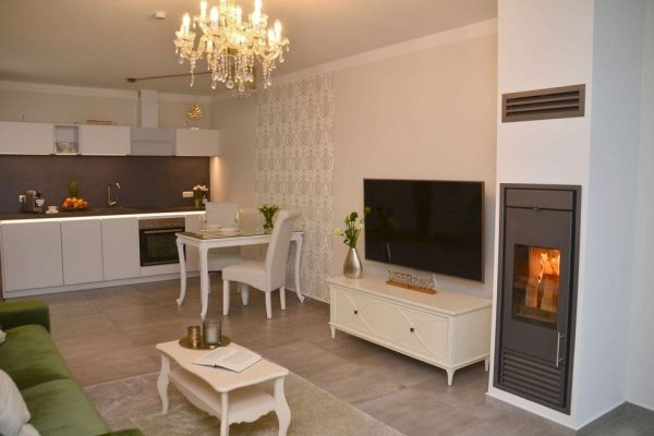 haus-besch-alt-reddevitz-apartment-preussische-boddensuite-wohnbereich-mit-smart-tv