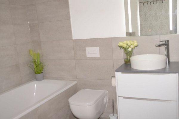 haus-besch-alt-reddevitz-apartment-preussische-boddensuite-bad-mit-badewanne-und-wc
