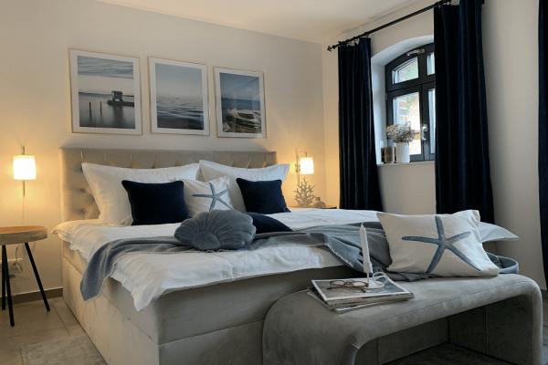 alt-reddevitz-haus-besch-chalet-moewenblick-schlafzimmer-mit-doppelbett