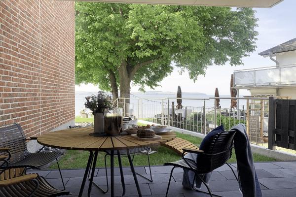 chalet-moewenblick-i-haus-besch-alt-reddevitz-terrasse-mit-wasserblick
