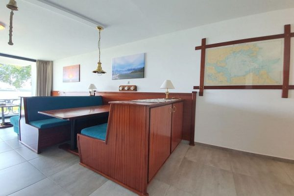 haus-besch-in-alt-reddevitz-kleine-kapitaenskajuete-7-detailbild-wohnbereich