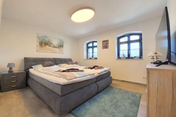 haus-besch-alt-reddevitz-auf-ruegen-apartment-fernweh-10-schlafzimmer-mit-doppelbett-und-smart-tv
