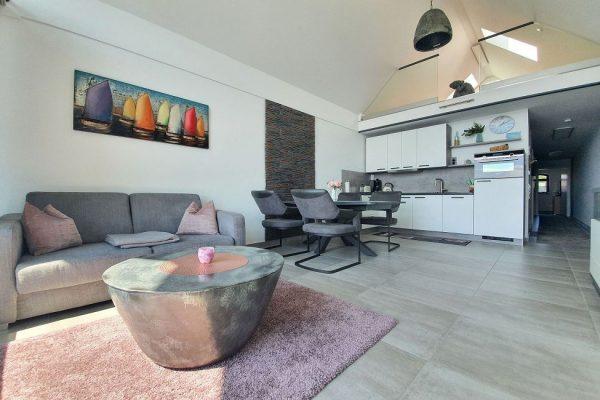 haus-besch-alt-reddevitz-auf-ruegen-apartment-fernweh-10-uebersicht-wohnbereich