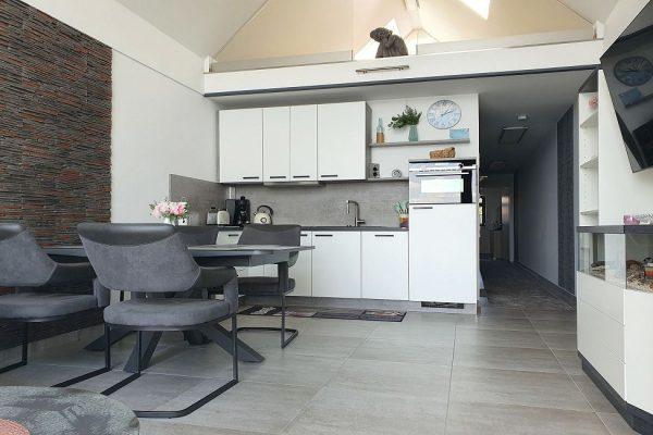 haus-besch-alt-reddevitz-auf-ruegen-apartment-fernweh-10-kueche-mit-essbereich