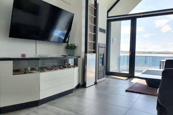 haus-besch-alt-reddevitz-auf-ruegen-apartment-fernweh-10-wohnbereich-mit-smart-tv