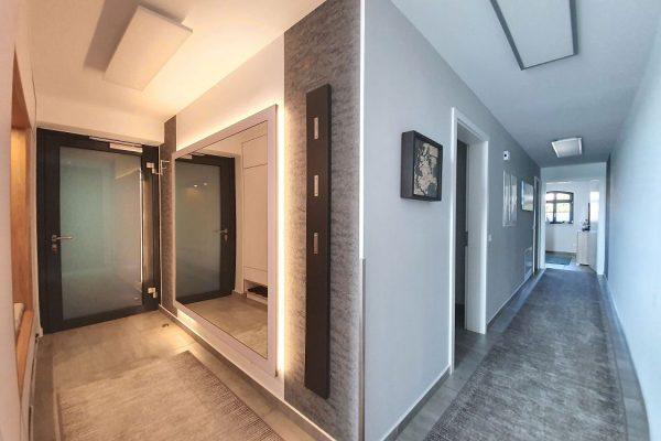 haus-besch-alt-reddevitz-auf-ruegen-apartment-fernweh-10-uebersicht-flur-eingangsbereich