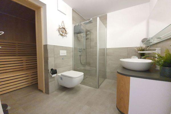 haus-besch-alt-reddevitz-auf-ruegen-moenchgut-apartment-fernweh-10-bad-mit-duche-wc-und-sauna-uebersicht