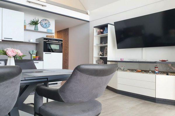 haus-besch-alt-reddevitz-auf-ruegen-apartment-fernweh-10-detailbild-wohnbereich-mit-couch