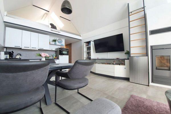 haus-besch-alt-reddevitz-auf-ruegen-apartment-fernweh-10-wohnbereich-mit-flachbild-tv