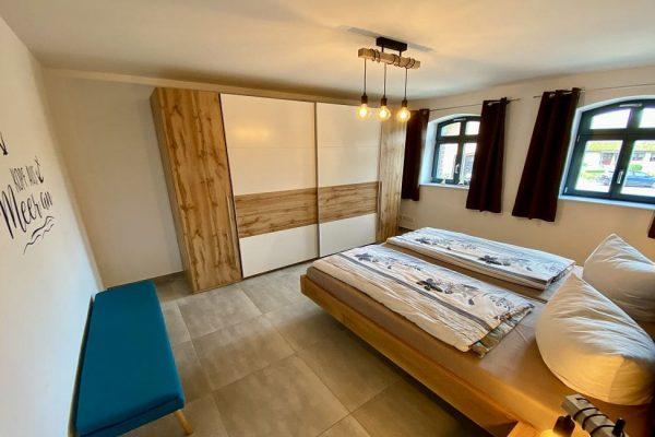 haus-besch-alt-reddevitz-auf-ruegen-apartment-2-schlafzimmer-mit-kleiderschrank-und-doppelbett