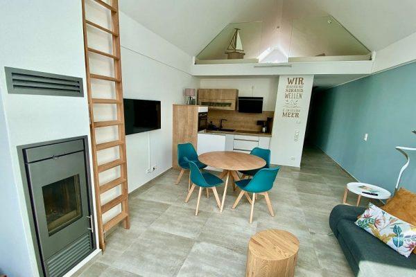 haus-besch-alt-reddevitz-auf-ruegen-apartment-2-lieblingsplatz-am-meer-wohn-essbereich-mit-kueche